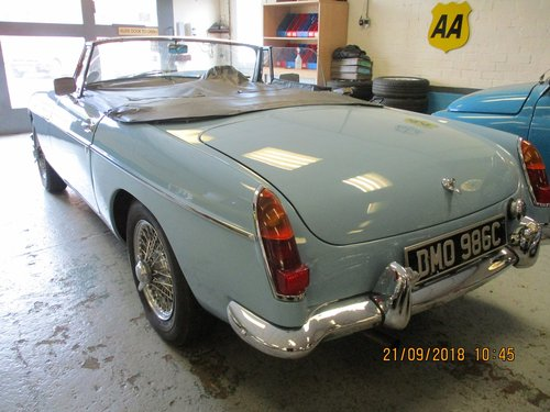 1965 Iris Blue MG B Roadster For Sale (picture 4 of 5)