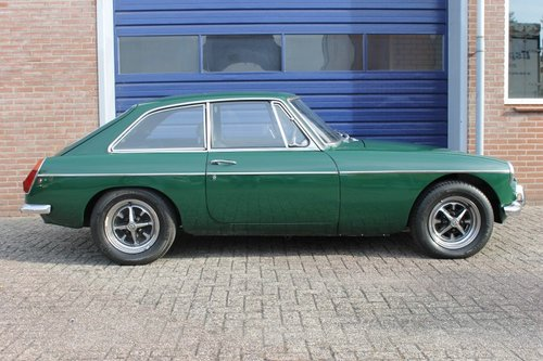 MGB GT 1973 - British Racing Green - Overdrive - LHD For Sale (picture 3 of 6)