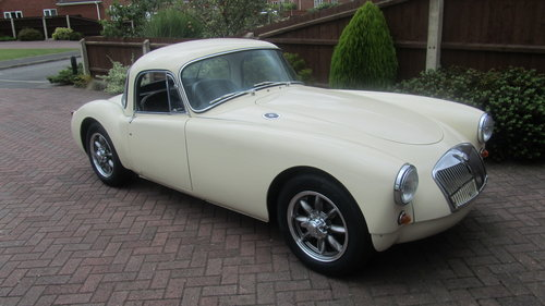 1958 MGA coupe 1500cc FOR SALE NEW PRICE £28000 ONO  For Sale (picture 4 of 6)