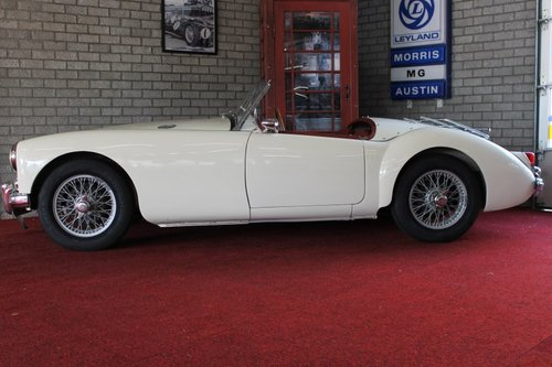 Beautiful MGA MKI - old english white - LHD For Sale (picture 2 of 6)