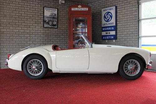 Beautiful MGA MKI - old english white - LHD For Sale (picture 3 of 6)