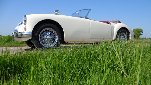 MGA Roadster MKI 1960 SOLD (picture 1 of 5)