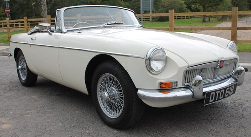 1964 MGB Roadster Early Pull Handle Example With Overdrive   SOLD (picture 1 of 6)