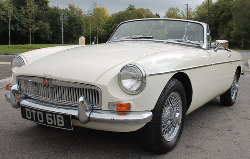 1964 MGB Roadster Early Pull Handle Example With Overdrive   SOLD (picture 2 of 6)