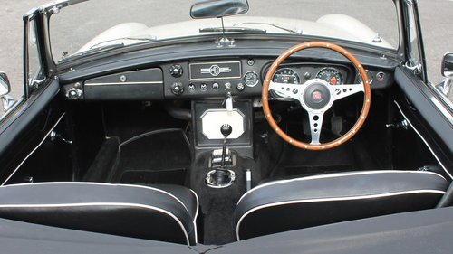 1964 MGB Roadster Early Pull Handle Example With Overdrive   SOLD (picture 3 of 6)