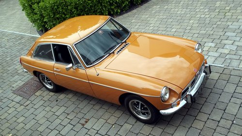 1974 MGB GT SPORTS COUPE (chrome bumper, MOT & Tax exempt) SOLD (picture 1 of 6)