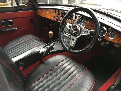 1976 MG B GT V8 SOLD (picture 3 of 6)