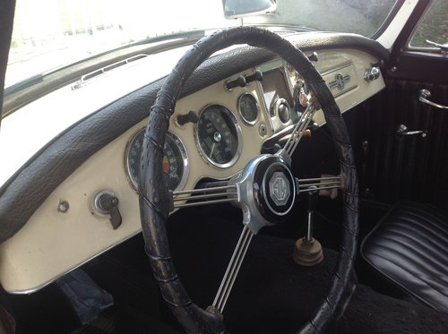 1958 MGA coupe For Sale (picture 3 of 6)