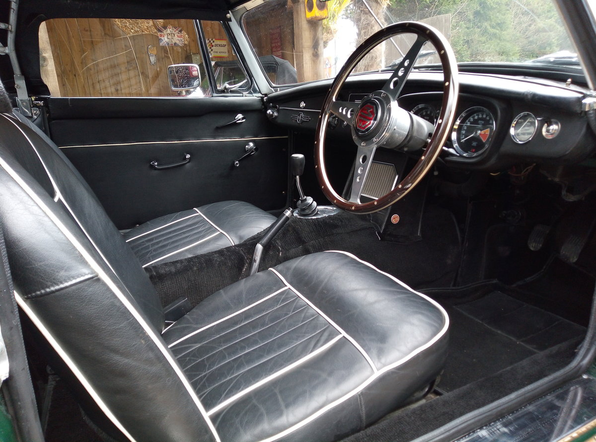 MGB ROADSTER 1967  For Sale (picture 5 of 6)