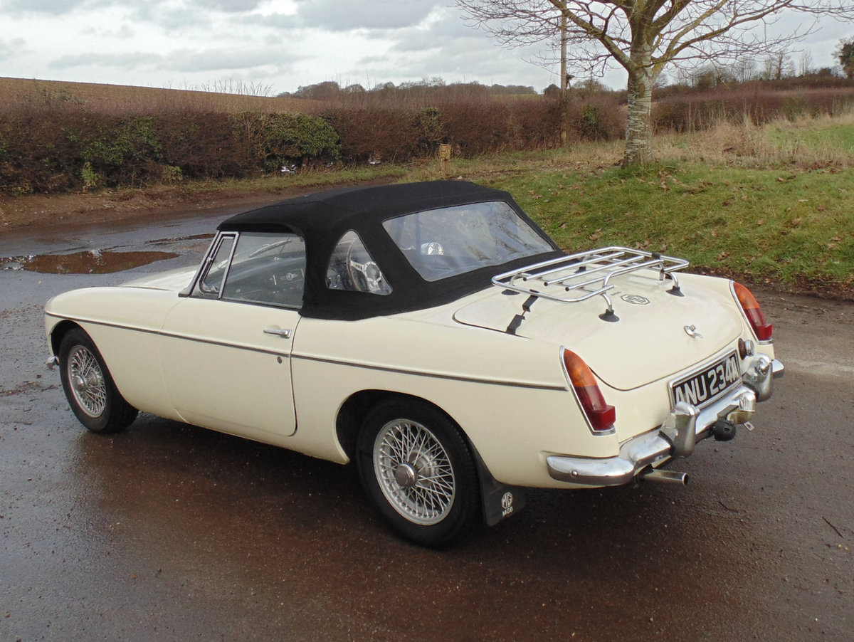 1963 MG B Roadster SOLD (picture 3 of 6)
