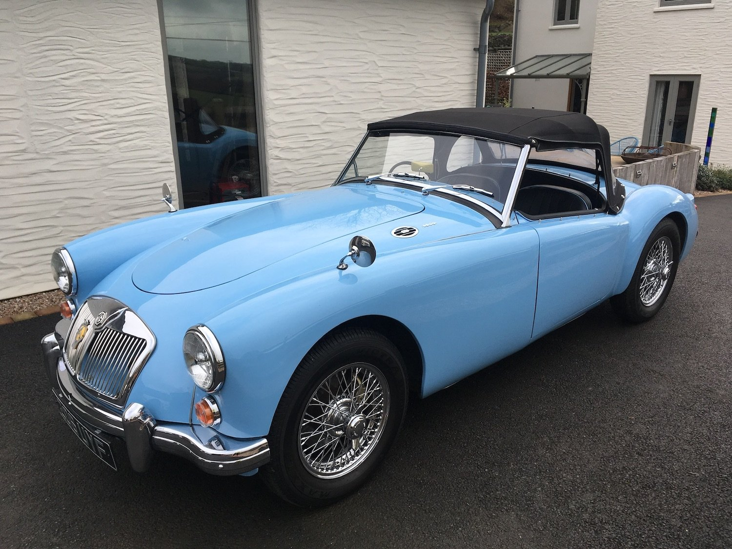 1960 MGA MK1 1600 Roadster - Superb Example SOLD (picture 1 of 6)