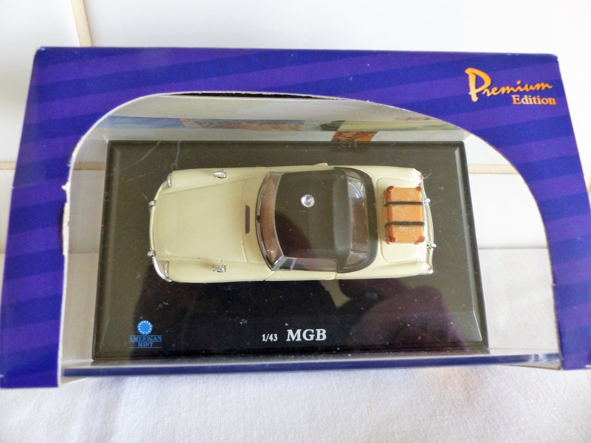 MGB ROADSTER-LHD US MARKET VERSION-1:43 SCALE. For Sale (picture 4 of 6)