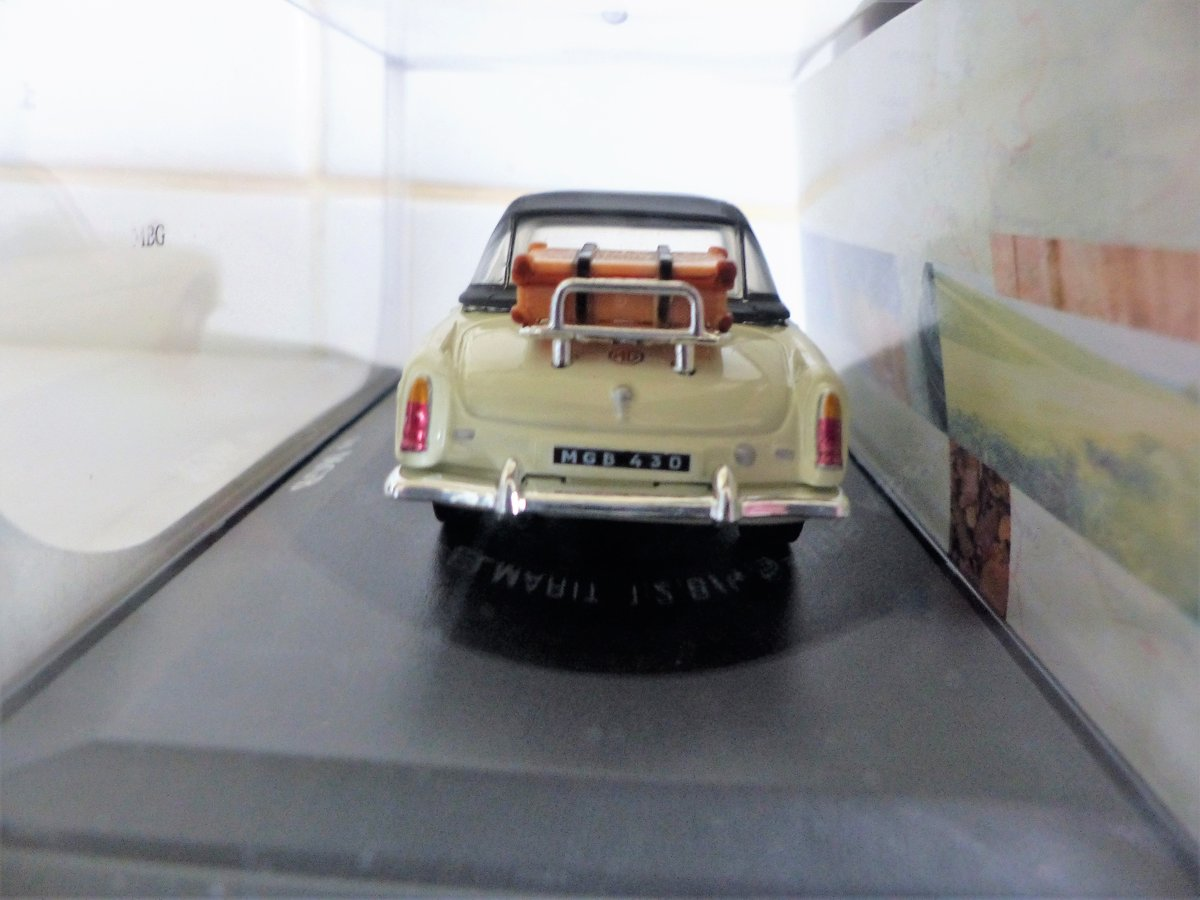 MGB ROADSTER-LHD US MARKET VERSION-1:43 SCALE. For Sale (picture 6 of 6)
