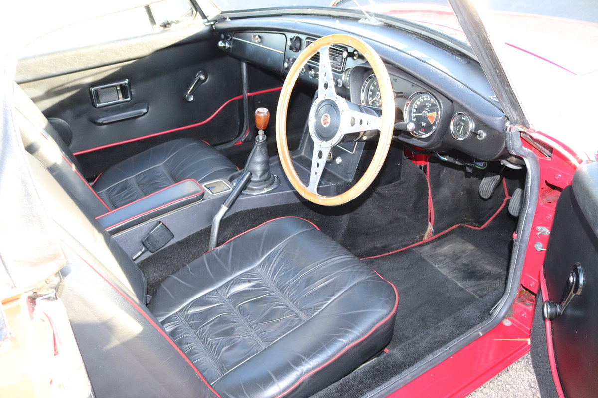 1968 MGB HERITAGE SHELL, Tartan red. SOLD (picture 2 of 6)