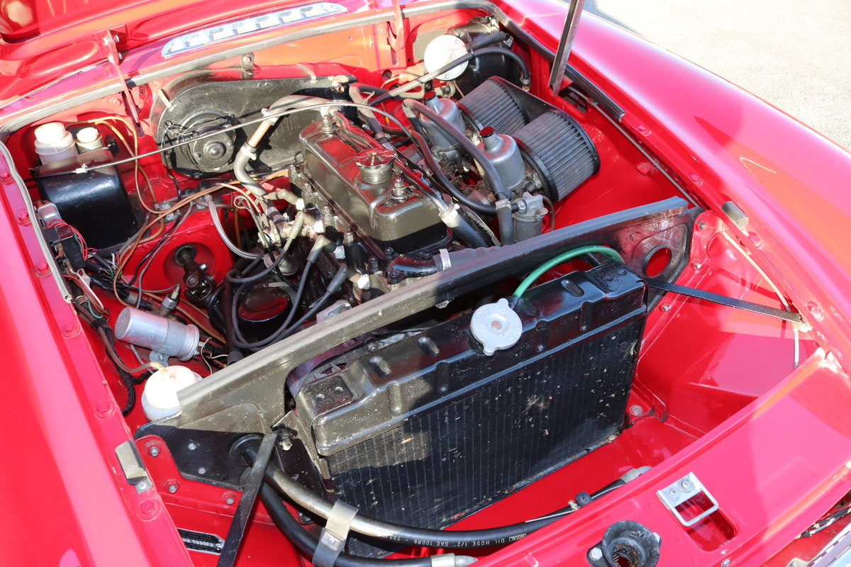1968 MGB HERITAGE SHELL, Tartan red. SOLD (picture 5 of 6)