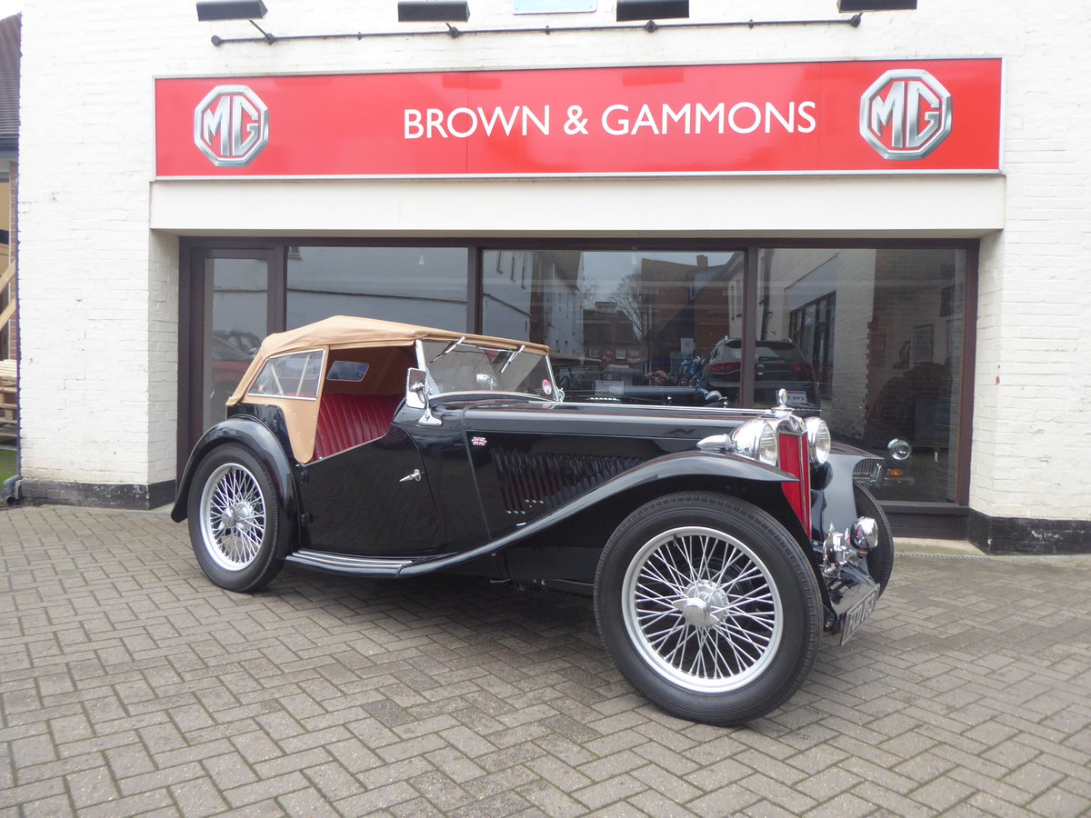 BEAUTIFUL MG TC 1949 IN BLACK For Sale (picture 1 of 6)