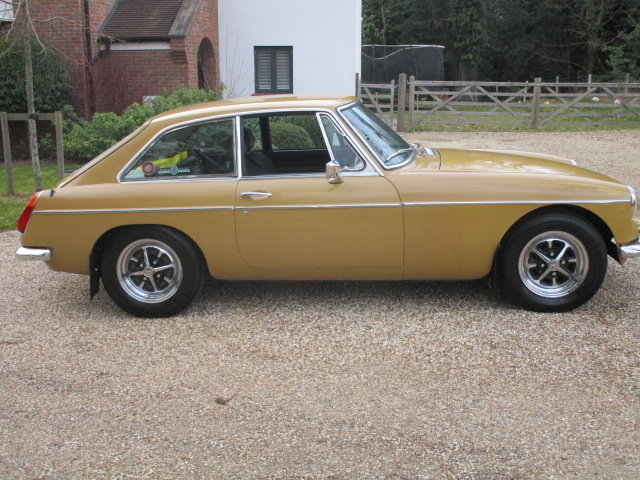 1974 MGB GT (Card Payments Accepted & Delivery) SOLD (picture 2 of 6)