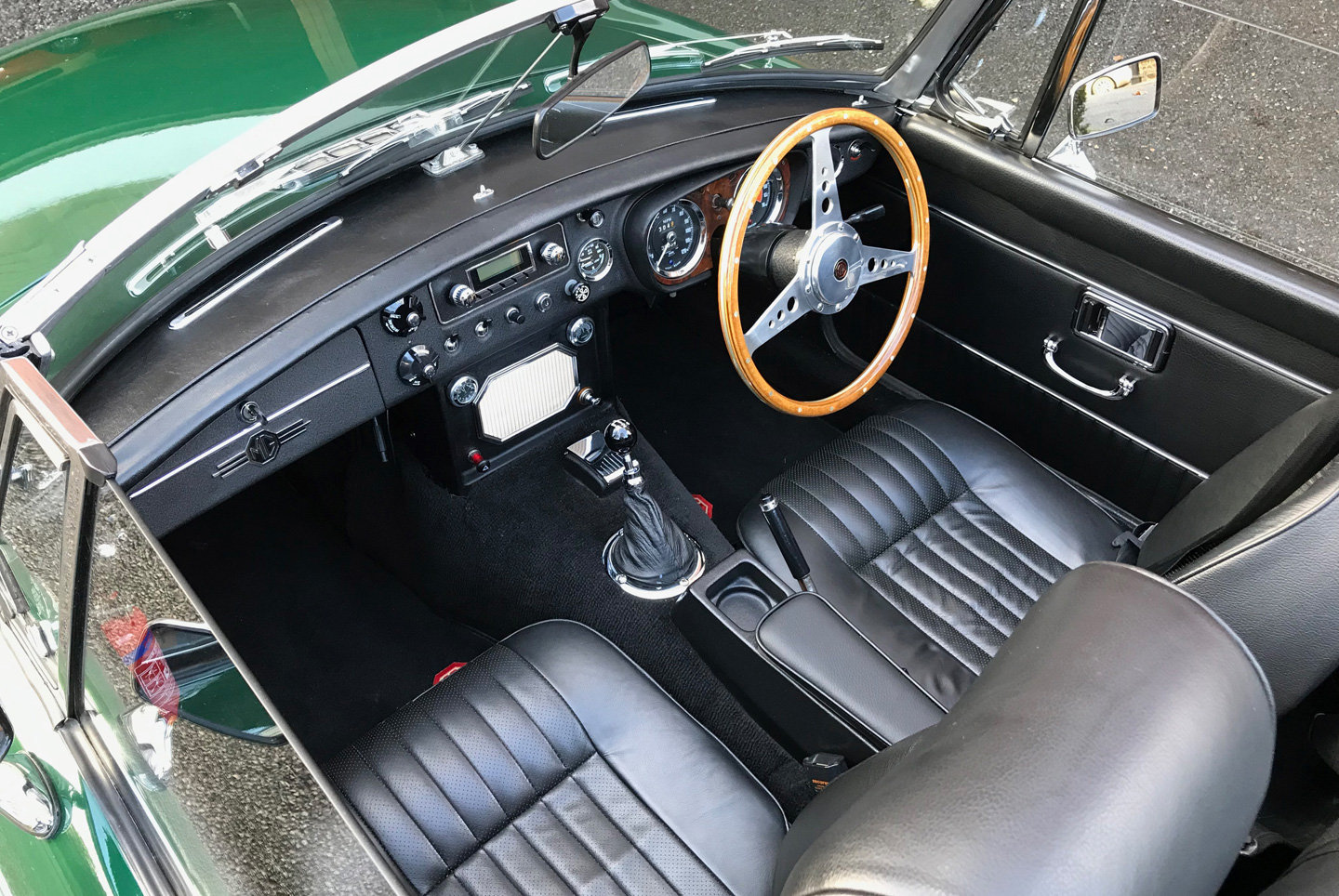 1970 MGB Roadster. Original home market RHD car.  For Sale (picture 5 of 6)