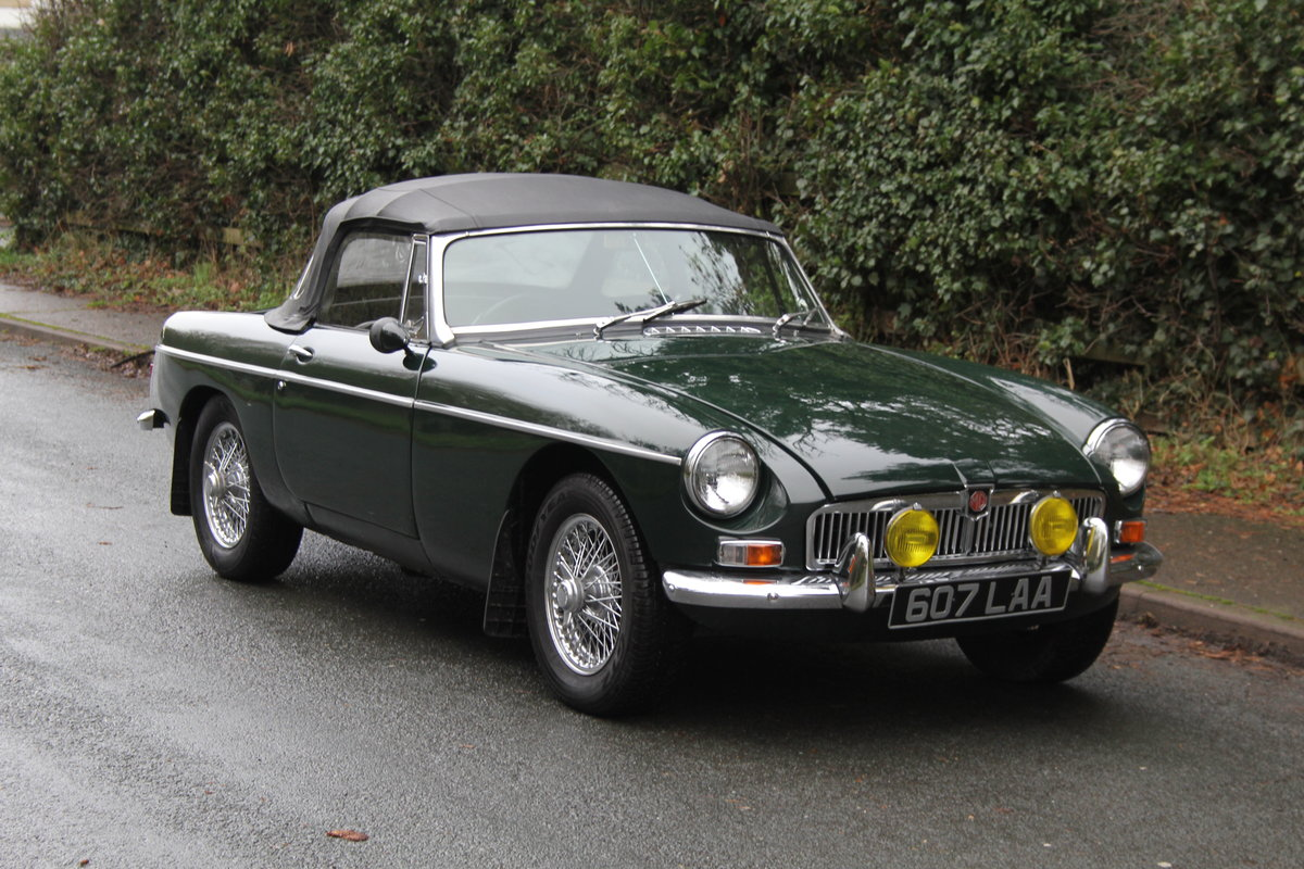 1964 MGB Roadster, Pull Handle, Overdrive, CWW SOLD (picture 1 of 12)