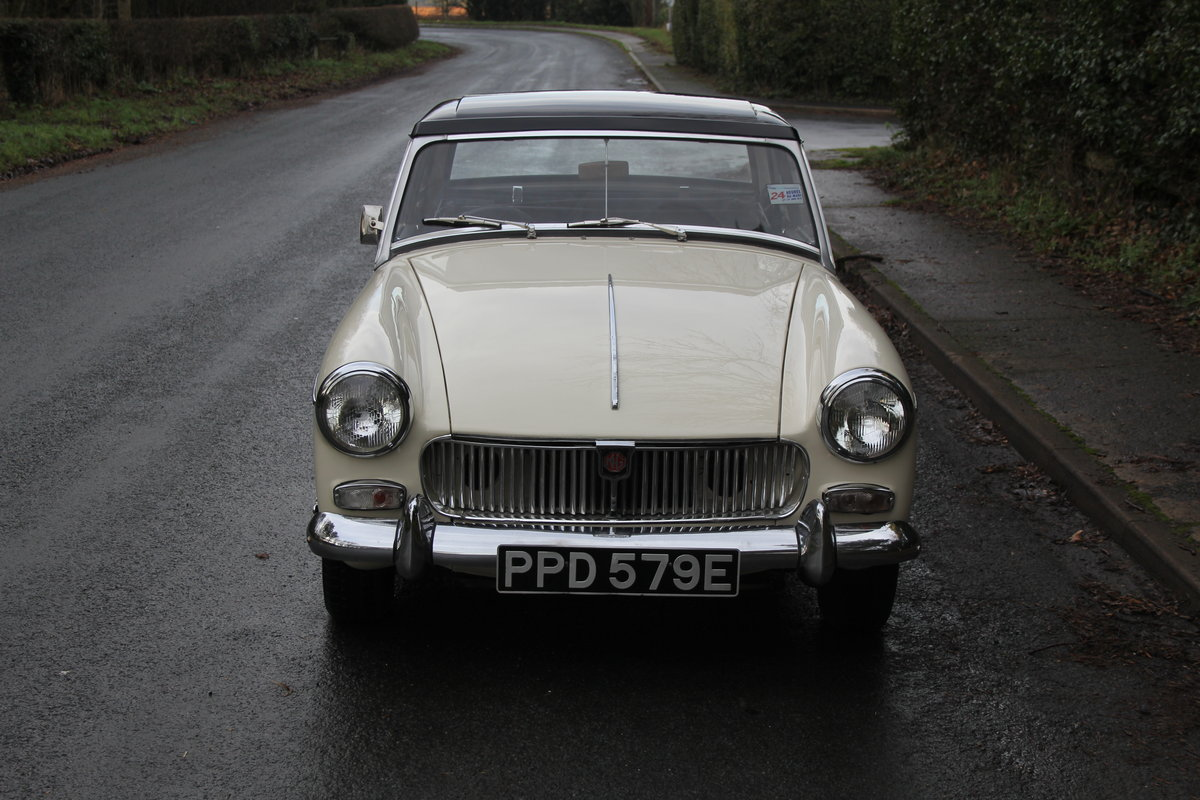 1967 MG Midget, hard top, wires, recent re-trim and re-paint For Sale (picture 2 of 12)