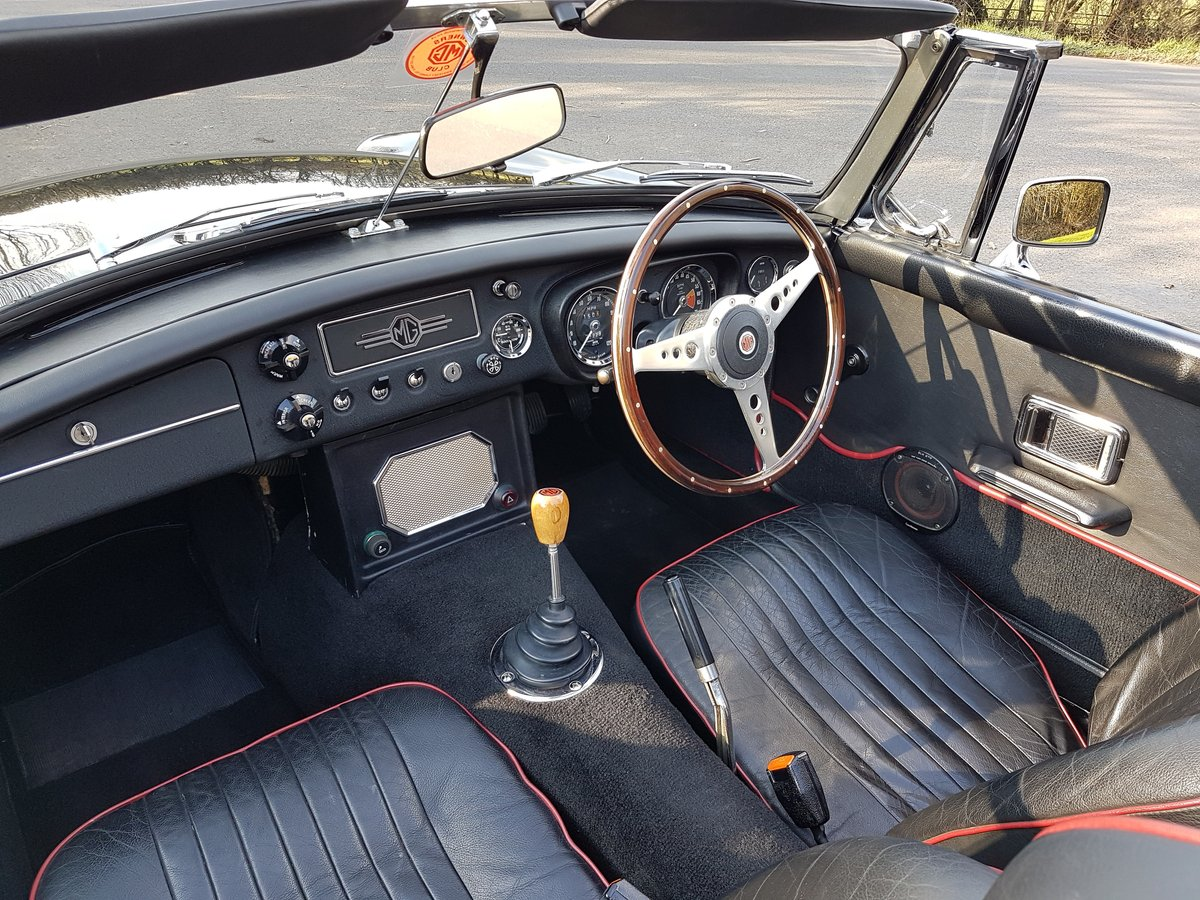 1970 MGB Roadster black, alloys wheels, Heritage Shell  SOLD (picture 5 of 6)