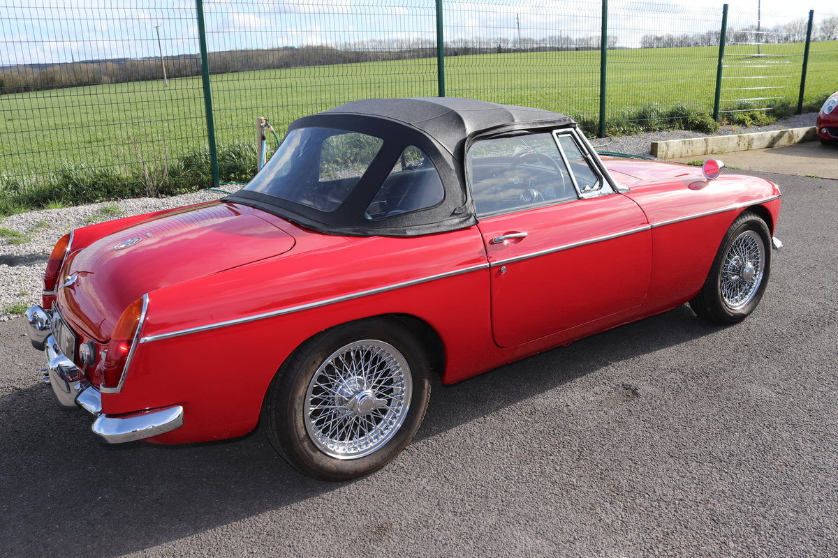 1968 MGC Roadster, UK car in tartan red For Sale (picture 2 of 6)