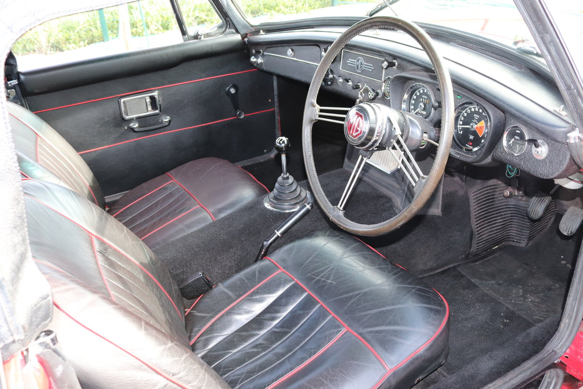 1968 MGC Roadster, UK car in tartan red For Sale (picture 3 of 6)