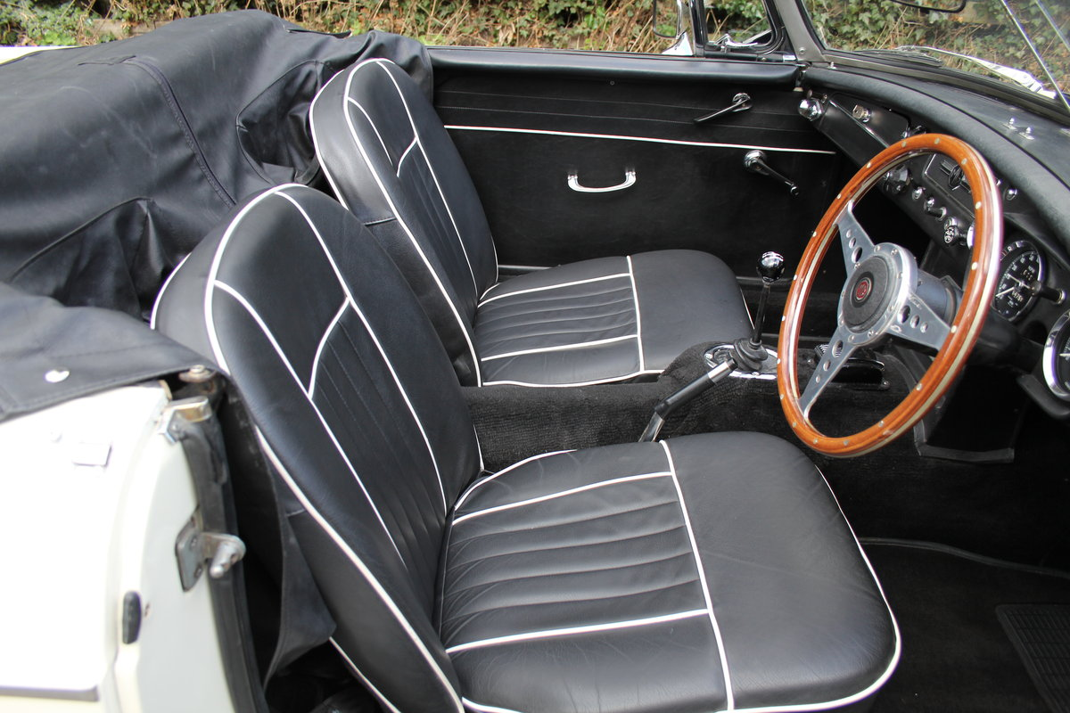 1964 MGB Roadster Pull Handle, Matching No's & Colours, O/D SOLD (picture 7 of 12)