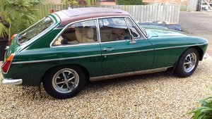 1972 MGB GT IN BRG, FABULOUS LOOKING WITH SUNROOF. For Sale