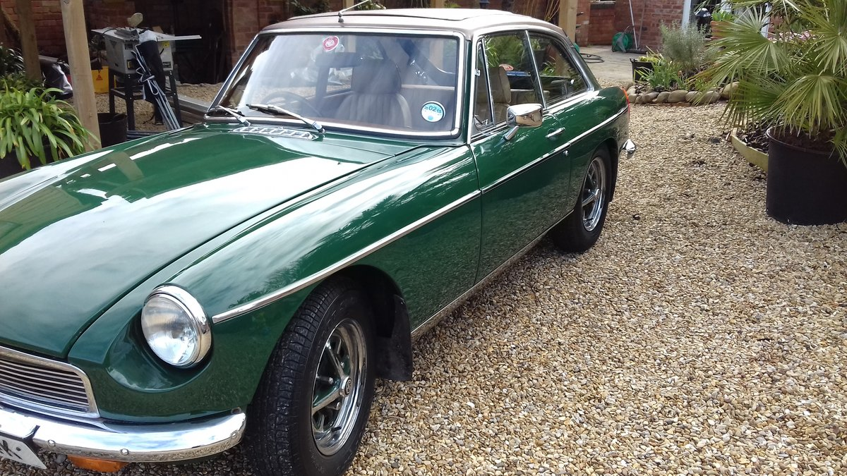 1972 MGB GT IN BRG, FABULOUS LOOKING WITH SUNROOF. SOLD (picture 2 of 6)