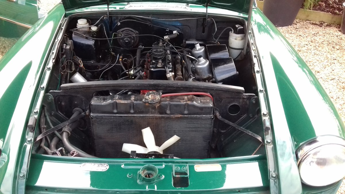 1972 MGB GT IN BRG, FABULOUS LOOKING WITH SUNROOF. SOLD (picture 5 of 6)