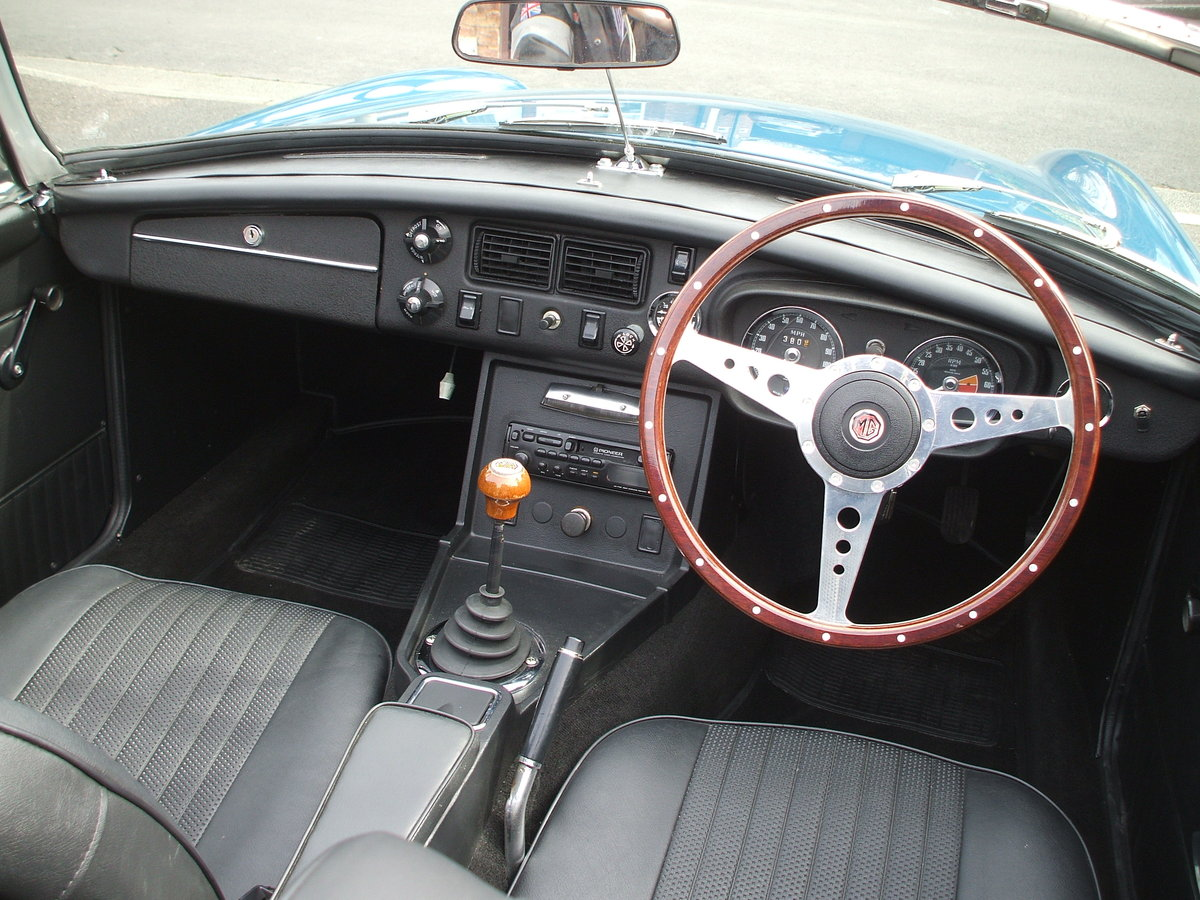 1973 MGB Roadster For Sale SOLD (picture 2 of 6)
