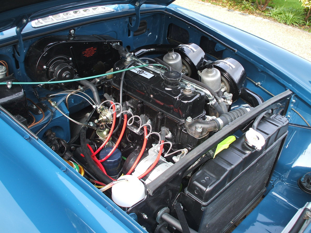 1973 MGB Roadster For Sale SOLD (picture 3 of 6)