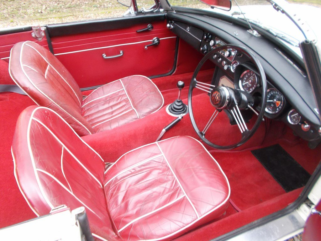 1965 MGB Roadster Rebuilt on Heritage Shell  SOLD (picture 3 of 6)