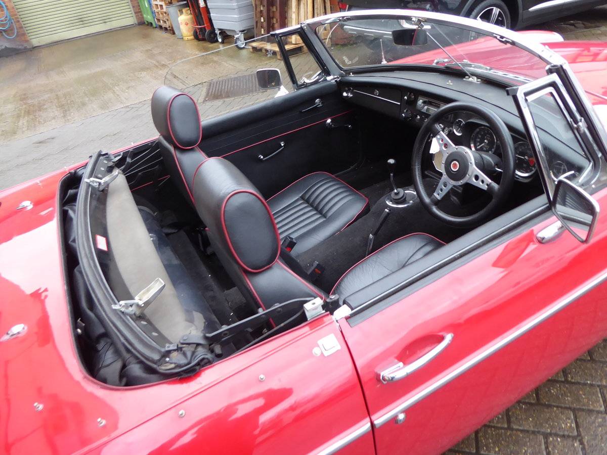 MGB ROADSTER, 1965, RED For Sale (picture 3 of 6)