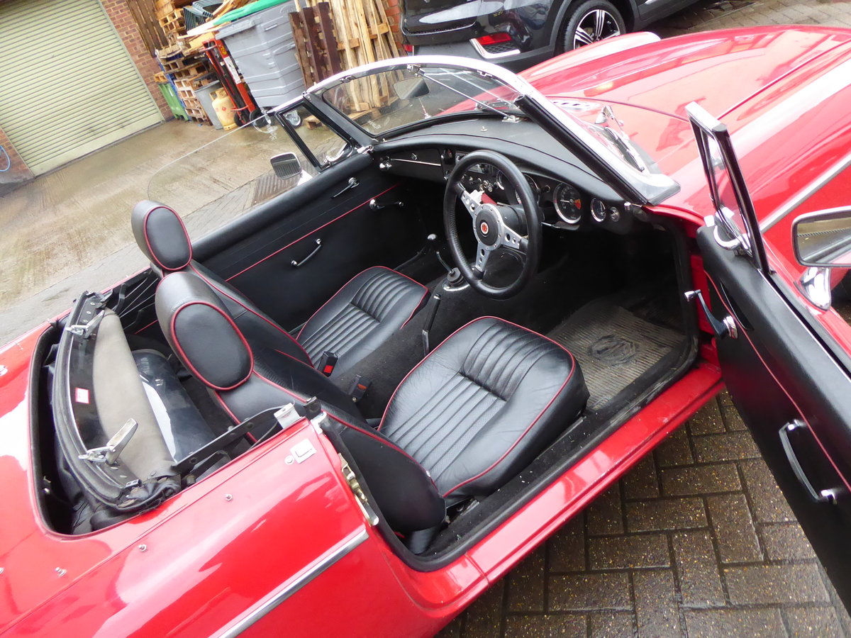 MGB ROADSTER, 1965, RED For Sale (picture 6 of 6)