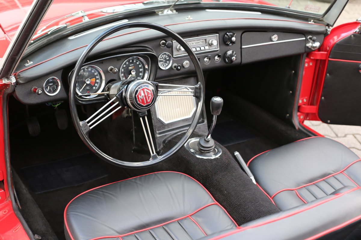 1967  MK1 LHD MG B Roadster - pull handle model- with a secret! SOLD (picture 3 of 6)
