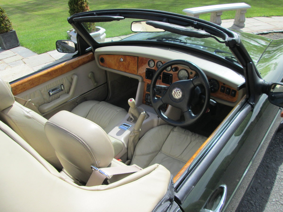 1994 MG RV8 For Sale (picture 2 of 6)