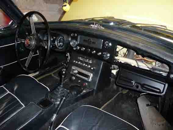 1970 MG B Roadsters & GTs - L E F T - H A N D - D R I V E For Sale (picture 3 of 6)