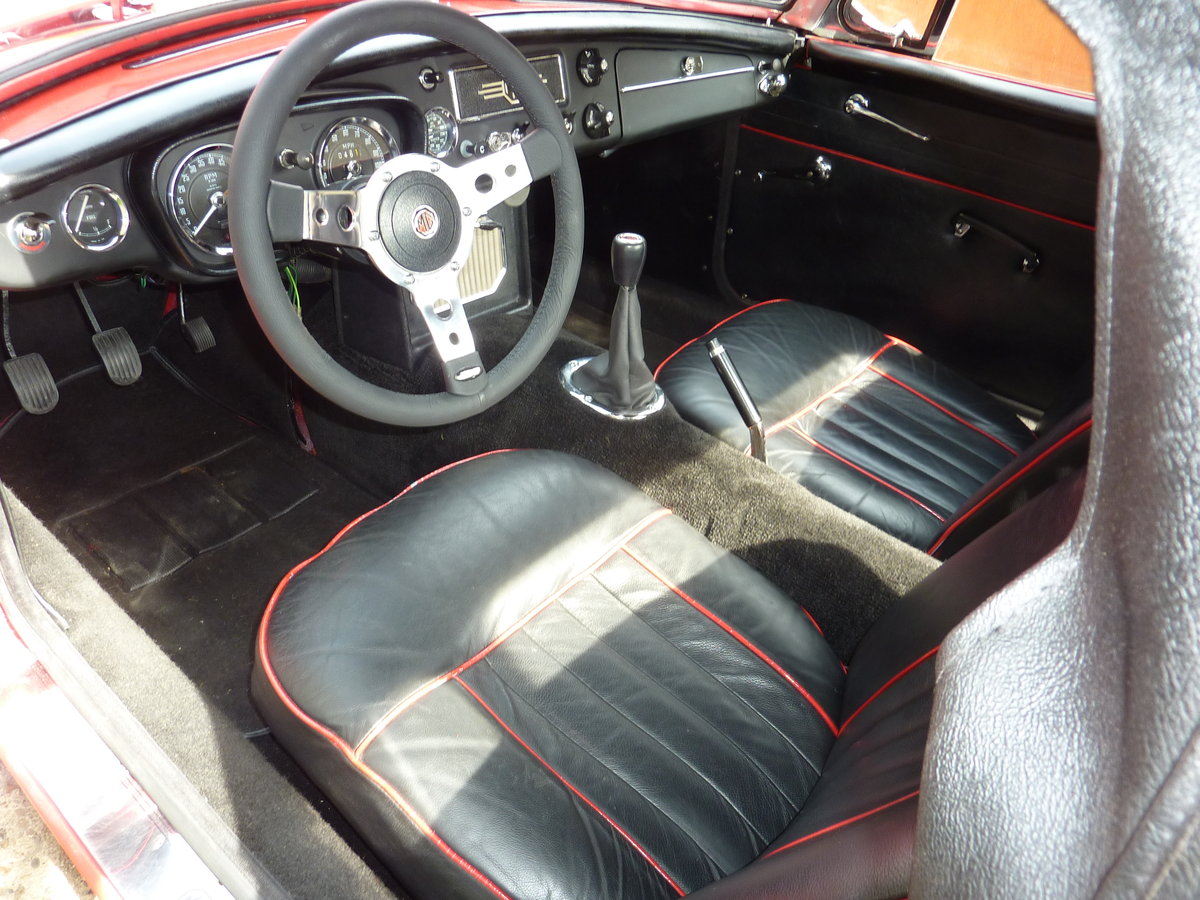 1970 MG B Roadsters & GTs - L E F T - H A N D - D R I V E For Sale (picture 4 of 6)