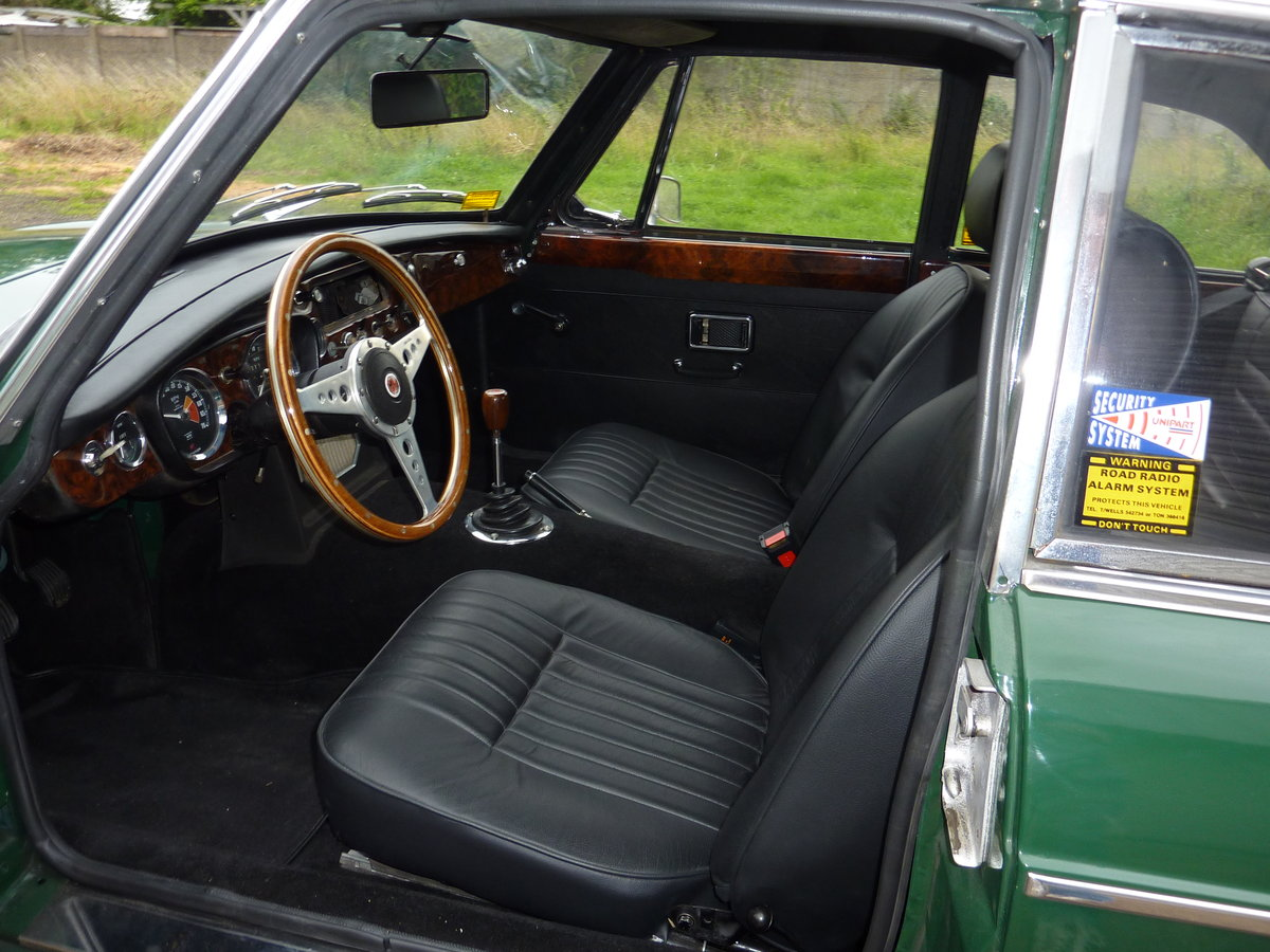 1970 MG B Roadsters & GTs - L E F T - H A N D - D R I V E For Sale (picture 5 of 6)
