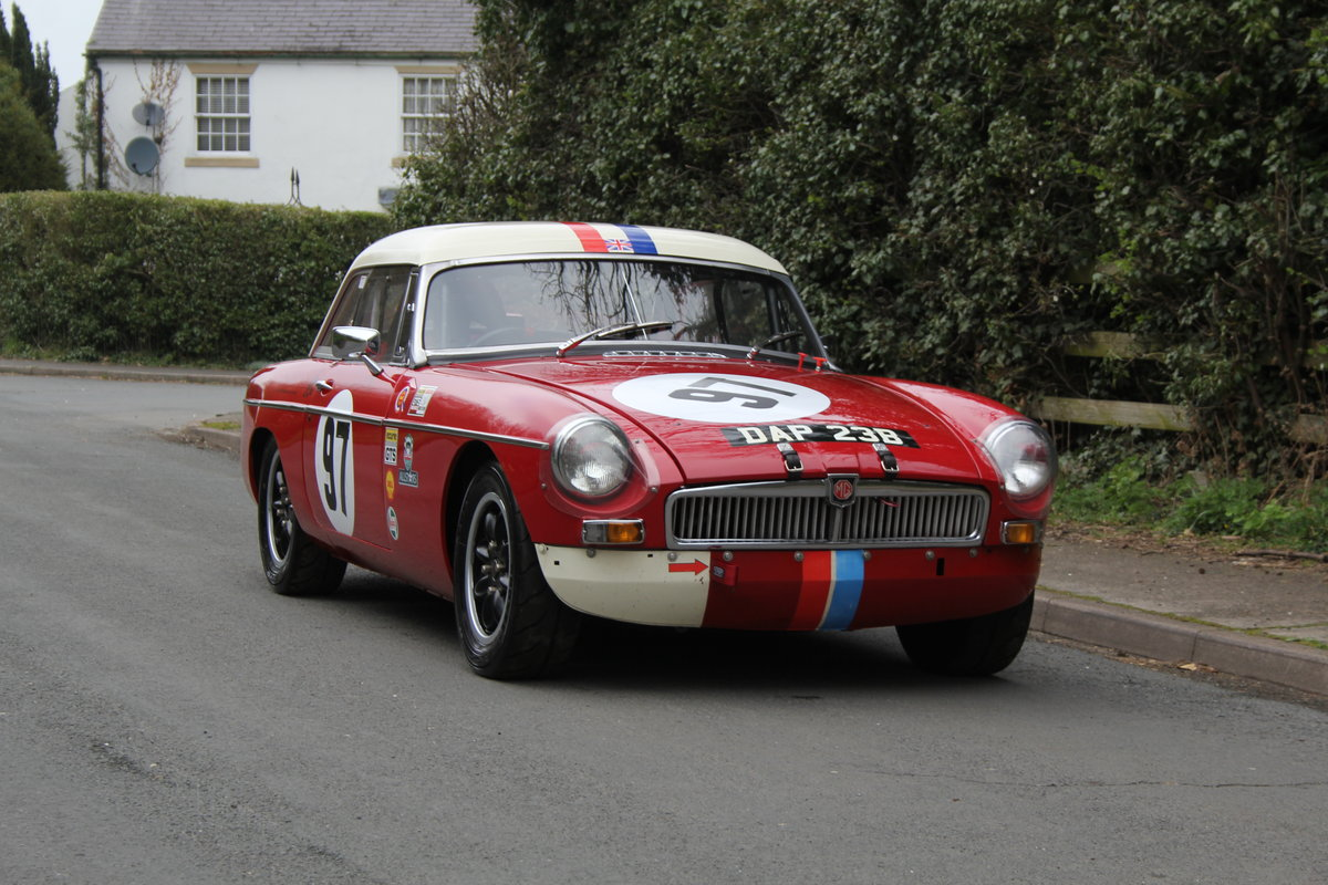 1965 MGB Roadster - FIA Race Car - Exceptional Condition SOLD (picture 1 of 12)