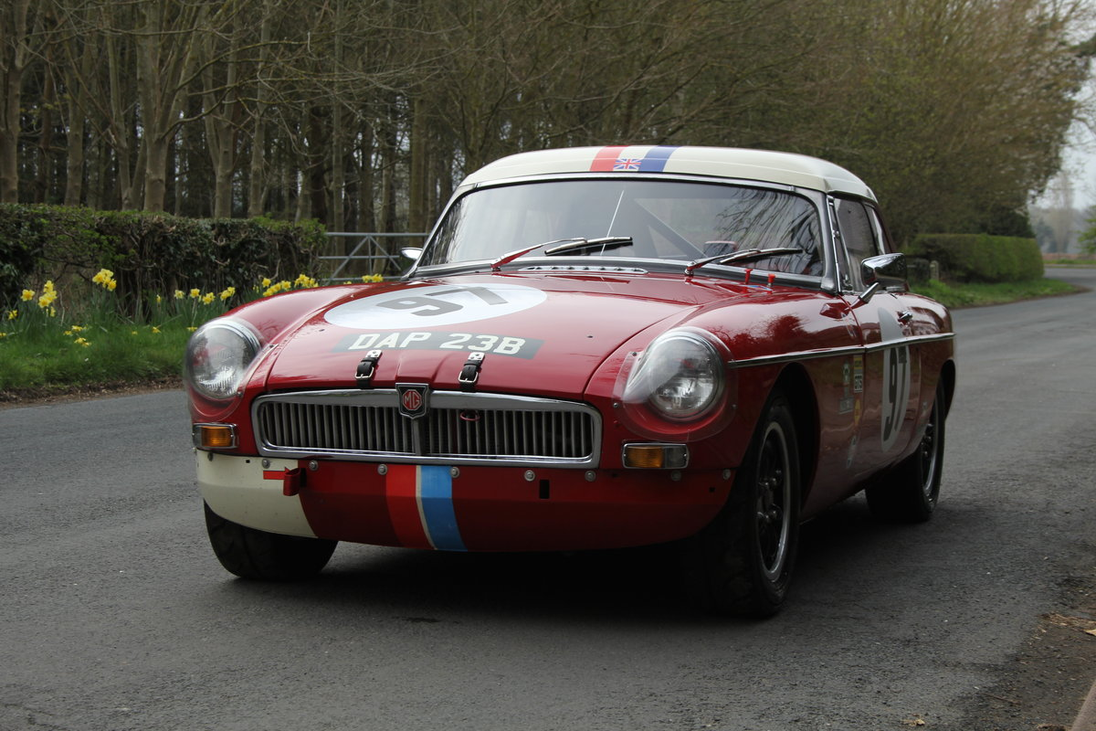 1965 MGB Roadster - FIA Race Car - Exceptional Condition SOLD (picture 3 of 12)