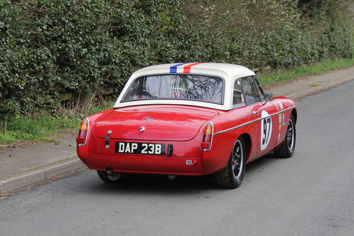 1965 MGB Roadster - FIA Race Car - Exceptional Condition SOLD (picture 5 of 12)
