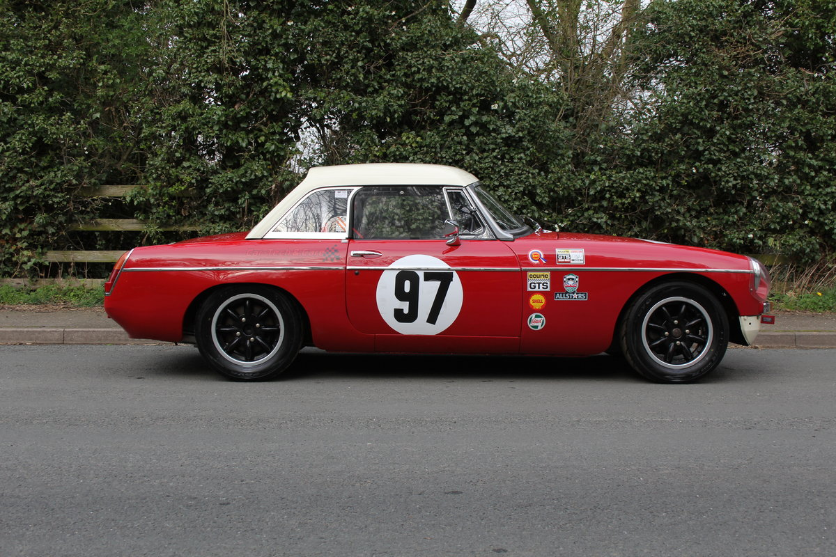 1965 MGB Roadster - FIA Race Car - Exceptional Condition SOLD (picture 6 of 12)
