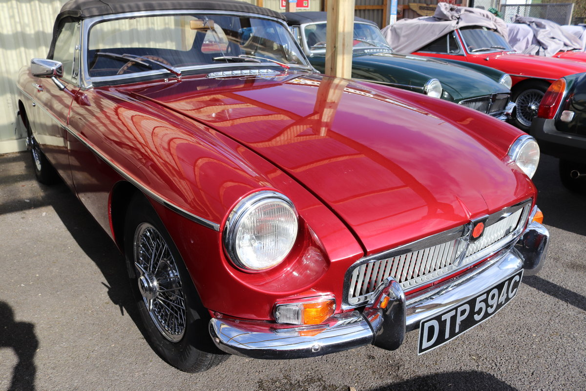 1965 MGB Roadster, nightfire red, full rebuild 2017 For Sale (picture 1 of 6)