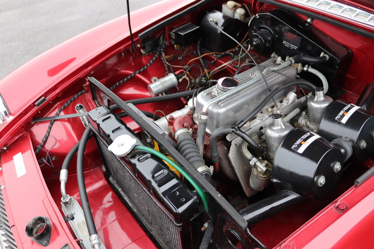 1965 MGB Roadster, nightfire red, full rebuild 2017 For Sale (picture 5 of 6)