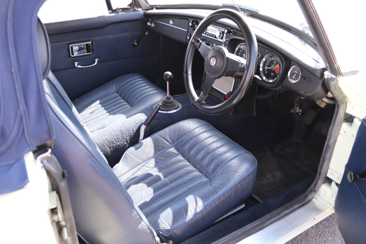 1969 MGC Roadster, 5 speed, triple webers, 200bhp SOLD (picture 3 of 6)