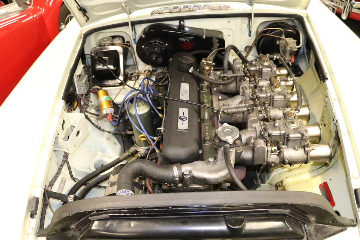1969 MGC Roadster, 5 speed, triple webers, 200bhp SOLD (picture 5 of 6)