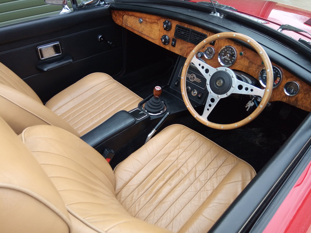 1972 MGB V8 Roadster. 5 Speed Gearbox SOLD (picture 5 of 6)